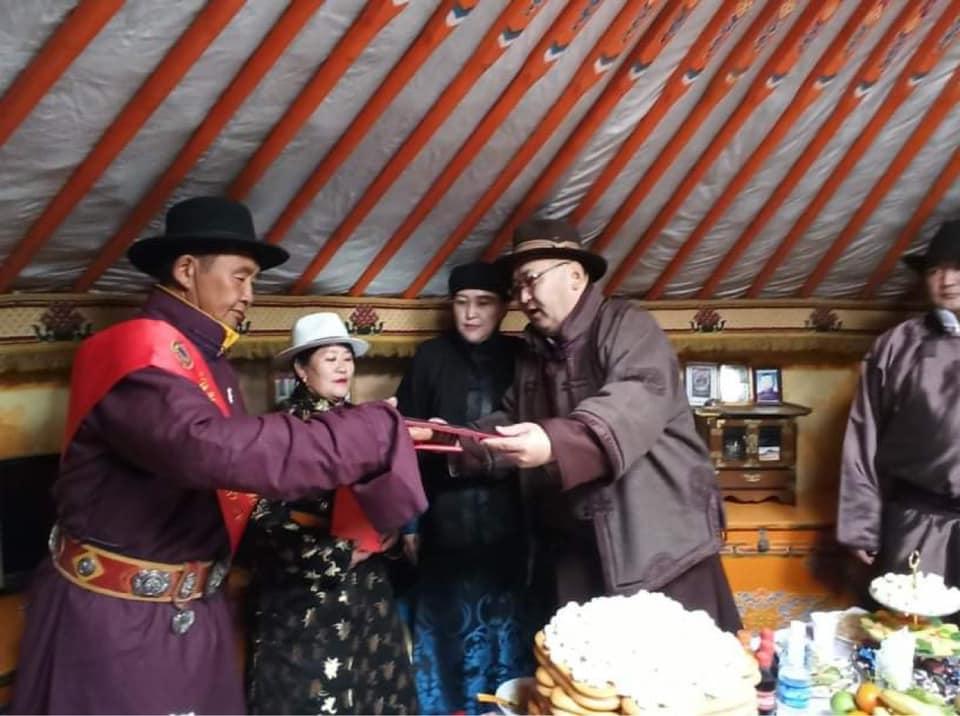 Төв аймгийн Улсын аварга малчид шагналаа гардан авлаа